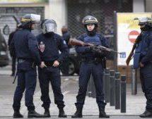 حمله به خودرو حامل پلیس در شانزلیزه پاریس