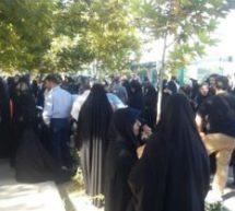 تجمع اعتراضی خانوادههای فاقد مدارک هویتی در مقابل مجلس
