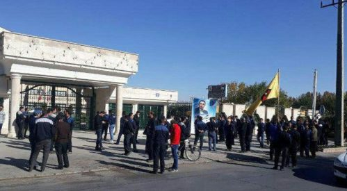 تجمع اعتراضی کارگران هپکو اراک مقابل استانداری